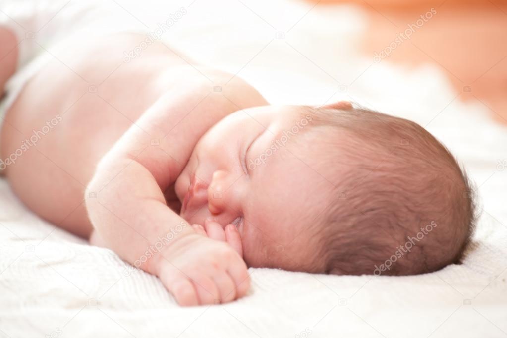 可爱娃娃睡觉图片