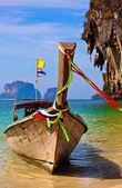 łódź zakotwiczone nad morzem — Zdjęcie stockowe