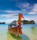 Traditional longtail boats in bay of Phi-phi island, Thailand — Stock Photo