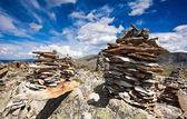 Malé kamenné haldy na hoře zblízka — Stock fotografie
