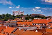 Alte burg in bratislava an einem sonnigen tag — Stockfoto