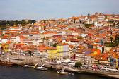 Colina con la antigua ciudad de oporto y el río douro, portugal — Foto de Stock