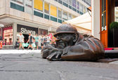 Escultura de bronce llamada a hombre en el trabajo, bratislava, eslovaquia — Foto de Stock