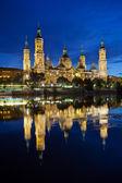 Basilica del Pilar in the evening at sunset. Zaragoza, Spain — Foto Stock