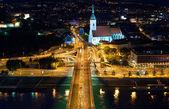 Noční pohled na křižovatce auto v bratislavě — Stock fotografie