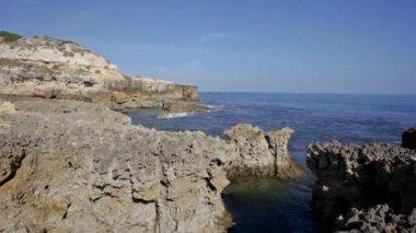 Small Portuguese village Benagil on Atlantic ocean coast — Stock Video