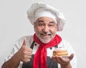 Улыбаясь шеф-повар с Хануки пончики — Стоковое фото