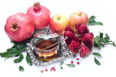 Honey with apple for Rosh Hashana jewish new year — Stock Photo