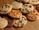 Cookies sobre fundo de madeira — Foto Stock