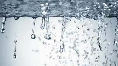 Water splash with bubbles of air — Stock Video