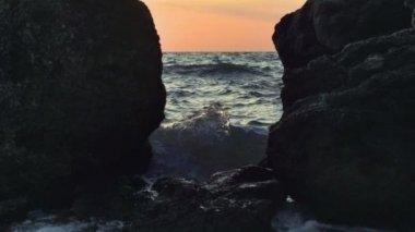 Water on a rocky coastline — Stock Video