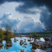 湖と夏の森. — ストック写真