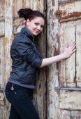 Beautiful girl posing at the door — Stock Photo