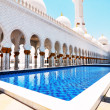 Side view of Sheikh Zayed mosque or grand mosque in Abu Dhabi — Stock Photo