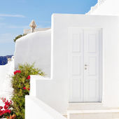 Traditional Greek house against blue sky — Stock Photo