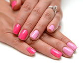 女性的手带彩色的粉红指甲油 — 图库照片
