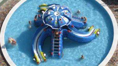 Kinder im pool-zeitraffer — Stockvideo