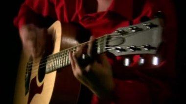 Play on guitar in dark. — Stock Video