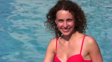 Smiling woman and pool — Stock Video