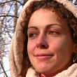 Smilng woman in park. Close-up. — Vídeo de stock