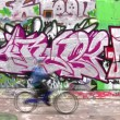 Bicycle, car and graffiti wall. — Stock Video