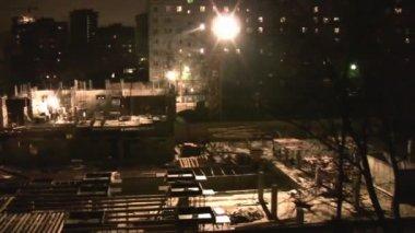 Nocy, budowa, budowę panoramowanie — Wideo stockowe