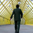 Vidéo: Behind marching businessmen clones on bridge