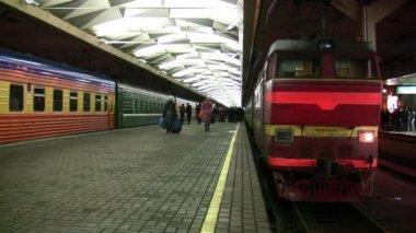 Platform train station — Stock Video #12355725