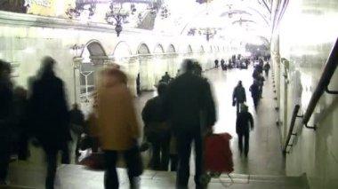 Multidão na estação de metro. lapso de tempo. — Vídeo Stock