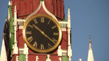 MOSCOW, RUSSIA - OCTOBER 10: Tower with clock. Zoom. October 10, 2008 in Moscow, Russia. — ストックビデオ