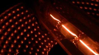 Long lamp filament — Stock Video