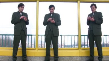 Tres empresarios clones con pocket pc — Vídeo de Stock