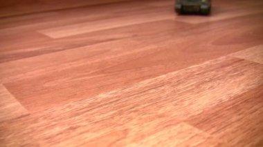 Toy tank moves on floor — Stock Video