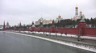řeka vedle kreml v moskvě — Stock video