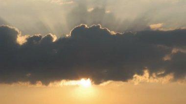 Cloud closes sun. Time lapse — Stock Video
