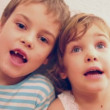 Brother with sister singing - Foto Stock