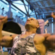 Stok video: Bodybuilder training in gym