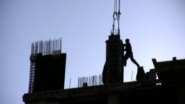 Silhouette worker on construction site — Vídeo Stock