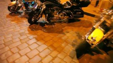 Motos na praça — Vídeo Stock