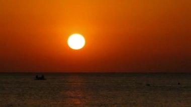 Sunset on sea: sun falls for horizon — Stock Video