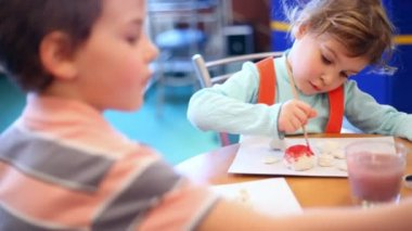 Two children draw paint — Stock Video