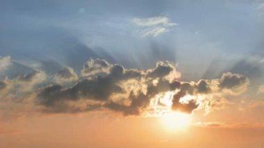 Wschód słońca, niebo, chmury — Wideo stockowe