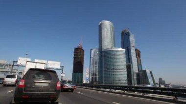Passando por moscou cidade arranha-céus — Vídeo Stock