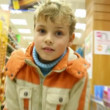 Boy moving in supermarket, motion blurred video — Stock Video