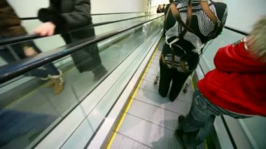 Headless rushing dows and up on escalators in mall — Stockvideo