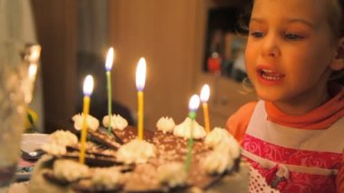 Little girl blowing out candles on cake — Stock Video