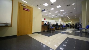 Sitting in chairs clients during consultation in bank, panning — 图库视频影像