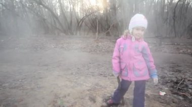 Little girl with stick standing near steaming sewer manhole — Vídeo Stock
