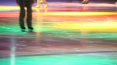 Headless skating in skating rink with dynamic illumination — Stock Video