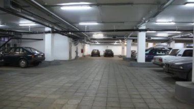 Cars standing in underground car park, panning — Stock Video